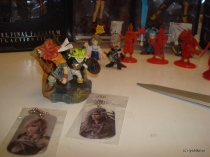 square figurines 4